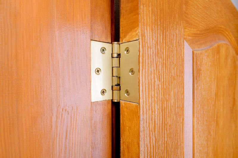 What are the purposes of usage of Door Hinges